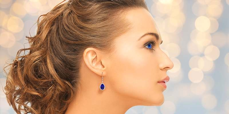 How to Choose the Perfect Earrings Based on Your Face Shape